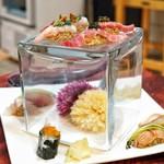 弘寿司 - 下段はカワハギ、赤貝、シラウオ