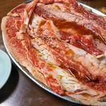 ホルモンまさる  - 焼く前のお肉