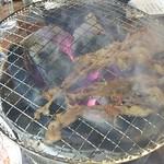 ホルモンまさる  - 焼きすぎ注意⚠のつもりが 大きすぎのお肉で上手く焼けない…(T^T)