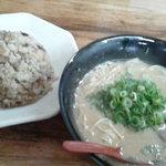 金太郎ラーメン - ラーメン焼き飯セット800円