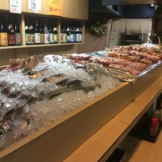 新鮮さにこだわった魚介類や鳥肉!