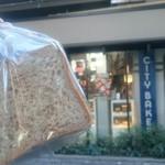 THE CITY BAKERY - マルチシリアルブレッド1/2¥500