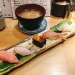 金沢回転寿司 輝らり - 加賀5種 @1,580円 別料金でたっぷりのあら汁もセットにしました。