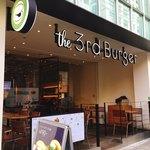 80887239 - 骨董通りにある小洒落たハンバーガーショップ。