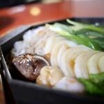 三嶋亭 - 椎茸、淡路玉葱、餅麩、糸蒟蒻
