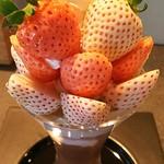 プリンス オブ ザ フルーツ - バレンタイン限定・ホワイトストロベリーパフェ(パールホワイト奈良/&淡雪/奈良)