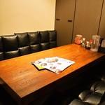 肉びすとろ グルマン 三年坂 - 店内(小上がりテーブル席)