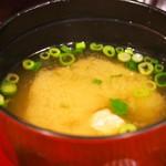肉びすとろ グルマン 三年坂 - 赤うしローストビーフ丼(味噌汁)