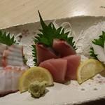 居酒屋食堂たなか - 料理写真:タコ・ブリ・イカの刺身♪