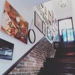 J.S. BURGERS CAFE - 3階へ上がる階段。