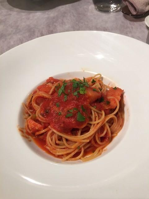 リストランテ エスト - 柔らかタコとセロリのトマトソース
