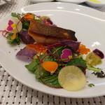 ビストロ ダイア - 北海道産本鱒のミキュイ、ほろ苦い春野菜のサラダ仕立て