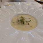 ビストロ ダイア - 新玉ねぎのポタージュ、ホタルイカと春の山菜のソテー入り
