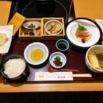 月日亭 - 季節御膳 ¥1,800