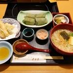 月日亭 - 柿の葉寿司と煮麺膳 \1,620