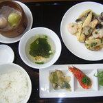 8090390 - 日替わり。季節の野菜と海老の塩炒め。