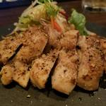 レトロ肉バル 炙りやん - 鶏もものハーブソルト焼き¥680