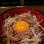 レトロ肉バル 炙りやん - 肉炙り丼¥880