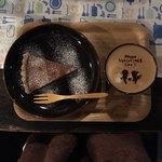 80901336 - チョコタルトとカフェモカで900円。(ドリンクセットで100円引き)食器、可愛い。