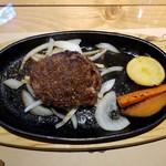 ブロカント - 白老牛の120gハンバーグ(1200円税)withオニオンソースです。