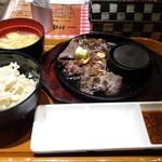 ステーキとホルモン佐藤 - ◆ランチ限定ステーキ:150g:1000円。 ステーキにご飯とお味噌汁が付き、お代わり可能。