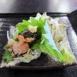 玄海源蔵 - サザエ丼の横にはサザエの刺身が添えられてます、新鮮でコリコリです。