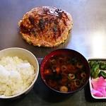 こだぬき - お好み焼きランチ・肉(810円)、Bセット(赤だし、ライス、漬物)
