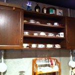 デザートカフェ ユウタ - 後ろに素敵なコーヒーカップ棚♪