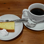 ラ ココリコ - :バニラのパウンドケーキ、コーヒー