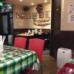 ボンゾ - 店内✧*。 赤い椅子が印象的