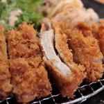 がんち - 肉断面:ロースカツ定食¥1,200