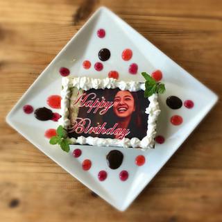 特製ケーキでお祝いするサプライズ♪