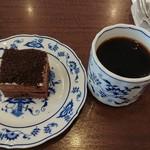 丸美珈琲店 - ショコラドゥーブルフロマージュとコーヒー