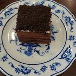 丸美珈琲店 - 濃厚で美味しいアンシャルロットのケーキ