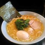 横濱家系ラーメン 神山 - 【醤油らーめん + 味玉】¥820 + ¥150