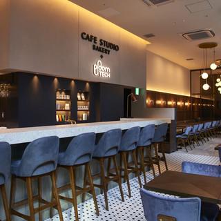 世界有数のビジネス街に居心地の良いカフェがオープン