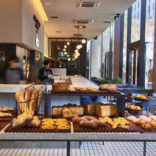 充実した電源環境と開放感のある、ビジネスパーソン必見のカフェ