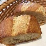 アントニオ - ★★★☆ ランチのパン 美味し! 小さめなのでお代わりが欲しいくらい