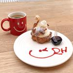 RH Cafe - Swan(シュークリーム)とアメリカーノ 特別にバレンタインのチョコ試食つき