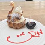 RH Cafe - Swan(シュークリーム) 特別にバレンタインのチョコ試食つき