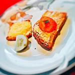 La Salive - アミューズ(チーズと人参のマッシュのカナッペと胡瓜のピクルス)