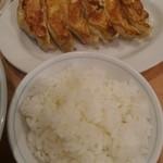 寺尾屋 - 餃子美味!ライスの炊き加減もナイス。