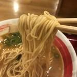 一こくラーメン泉や - 味噌といえば縮れ麺ではないストレート麺!