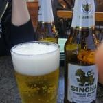 アジアンキッチン サワディー - シンハービール。ライトで好きなビールの一つですね。