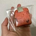 80950280 - 赤い果実のパウンドケーキ