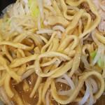 80951046 - 小ラーメン(ヤサイアブラ)の麺