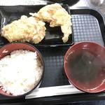 からあげ専科 鶏から屋 - 料理写真:金のザンギ定食(2個)930円
