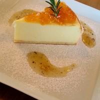 カフェ ド アルミロ-ベイクドチーズケーキ