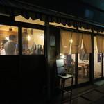 botan - 暗闇の中にポツリと灯りの点る雰囲気のいい居酒屋1