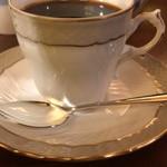 カフェ・アンセーニュ・ダングル - お代わりのコーヒーはカップを変えて提供してくれた